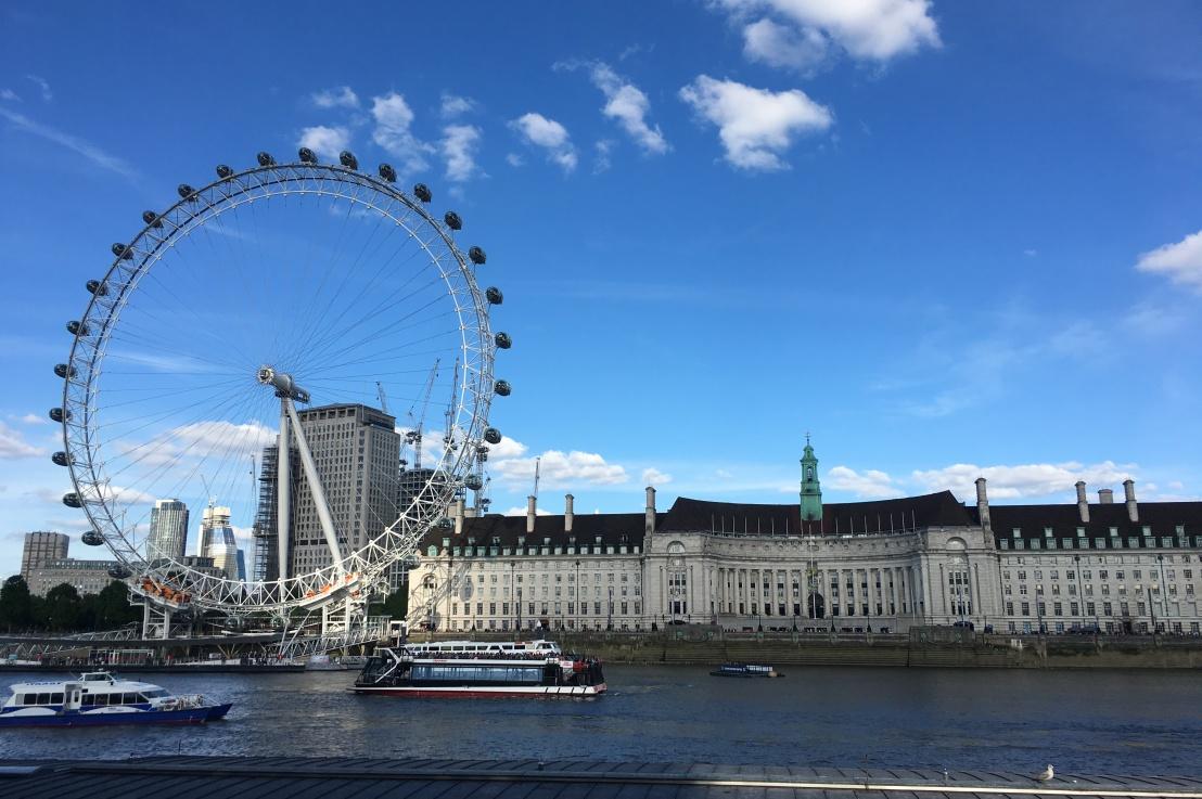 and the biggest tourist trap in london award goesto…
