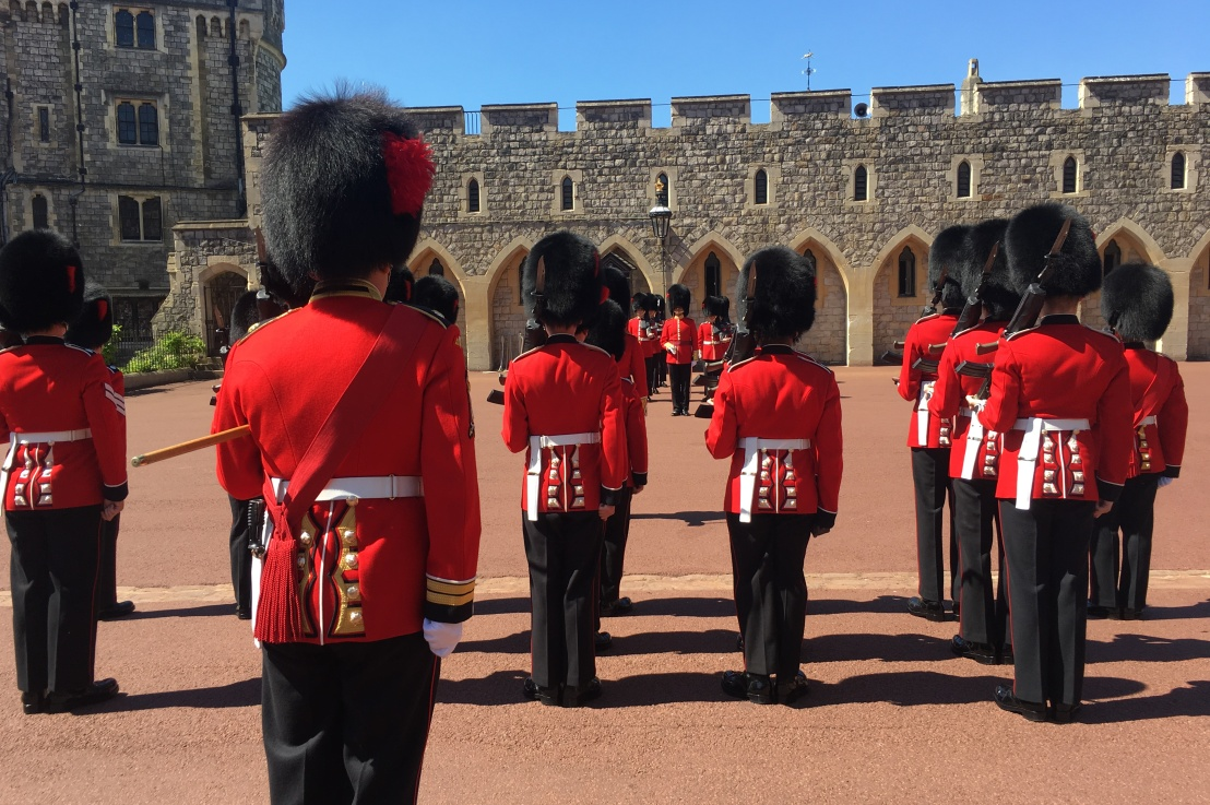 how to get the best view of the changing of theguards